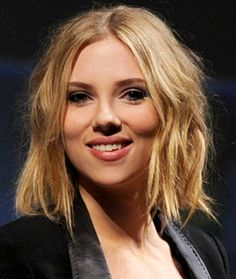 Scarlett Johansson's long bob hairstyle - inspiration for when the short bob grows out.