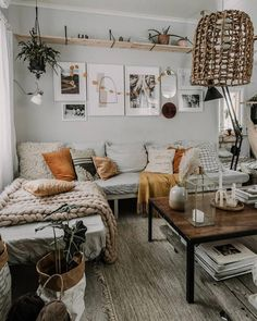A mix of mid-century modern bohemian and industrial interior style. Home and 2019 A mix of mid-century modern bohemian and industrial interior style. Home and apartment decor decoration ideas home design bedroom living room dining room kitchen bathroom Boho Living Room, Interior Design Living Room, Design Bedroom, Bed In Living Room, Bedroom Ideas, Living Area, Nordic Living Room, Bathroom Interior, Bed Room