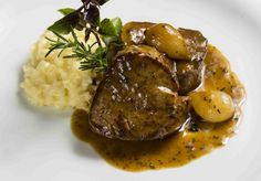 Filet Mignon with Madeira sauce shallots and parmesan risotto. Portuguese Recipes, Italian Recipes, Beef Recipes, Real Food Recipes, Good Food, Yummy Food, Food Goals, Wonderful Recipe, Snacks