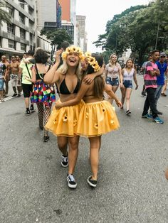 Comment s'habiller pour une soirée halloween, déguisement carnaval pour le d& How to dress for [& The post How to dress for a halloween party, carnival disguise for the d & appeared first on Trending Hair styles. Best Friend Halloween Costumes, Creative Halloween Costumes, Cute Costumes, Halloween Kostüm, Halloween Outfits, Costumes For Women, Costume Ideas For Friends, Costume Ideas For Groups, Halloween Karneval