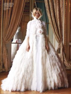 Chanel Haute Couture wedding dress....Saraca de ei arata ca o sa maure de cald!!! Lol