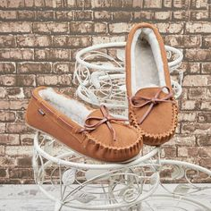 #shearlingslippers #womensshearlingslippers #mensshearlingslippers Shearling Slippers, Comfortable Shoes, Moccasins, Latest Fashion, Footwear, Cozy, Pairs, Flats, Style