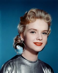 Anne Francis in Forbidden Planet Altaira's aviary earrings with real budgies. Hollywood Glamour, Old Hollywood, Classic Hollywood, Hollywood Stars, Hollywood Actresses, Love Vintage, Vintage Photos, Vintage Romance, Vintage Hair