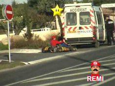 Cosa fareste se incontraste per le strade della vostra città un tizio vestito da Super Mario sfrecciare su un Kart?
