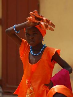 Il colore e' poesia dell'anima Marcel Proust, Orange Fashion, African, People, Orange Style, People Illustration, Folk