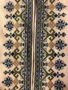 Skjorter til Øst Telemark Beltestakk Cross Stitch Art, Cross Stitch Borders, Cross Stitch Flowers, Cross Stitch Designs, Cross Stitch Embroidery, Cross Stitch Patterns, Embroidery Tattoo, Embroidery Patterns, Hand Embroidery