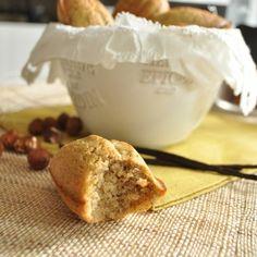 Madeleines à la vanille et aux noisettes mega-healthy, IG bas : Farine de pois chiche, poudre de noisettes, huile de noix, oeufs, vanille. La recette ici : http://megalowfood.com/madeleines-pois-chiche-noisettes-parfumees-a-la-vanille/