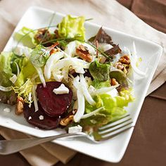 Roasted Beet, Goat Cheese and Fennel Salad ~ This healthy salad is a colorful addition to your Christmas table! Featuring creamy goat cheese, sweet beets and crunchy walnuts!