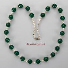 Collar de mujer de perlas cultivadas 6mm y ágata verde bola facetada 14mm, broche de plata, largo 66cm