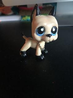 For some reason this custom reminds me of luke Hemmings. I don't know XD Lps Baby, Lps Dog, Custom Lps, Little Pet Shop, Luke Hemmings, Diy Ideas, Barbie, Pets, Knitting
