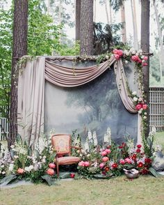 awesome wedding photo booth backdrop ideas for outdoor weddings