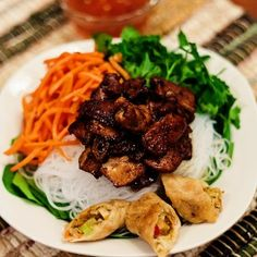 Vietnamese Bun Thit Nuong :: Vietnamese Pork Noodle Bowl VIvian - YUM!
