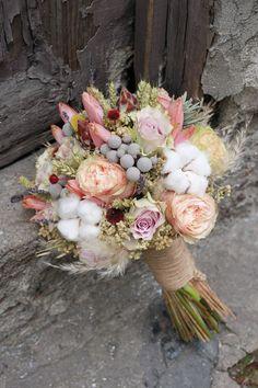 Romantic Bridal Bouquet : Yunus Karma  unique bridal bouquets, wedding insprations, winter wedding, natural flowers