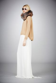 Love this look. maxi + chunky sweater + fur collar