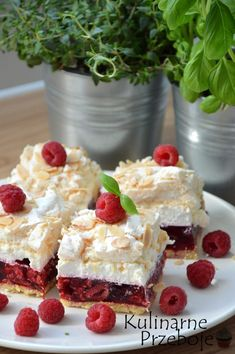 Malinowa chmurka - KulinarnePrzeboje.pl Best Cake Recipes, Sweet Recipes, No Bake Desserts, Dessert Recipes, Sweet Bakery, Polish Recipes, Dessert For Dinner, Special Recipes, Homemade Cakes