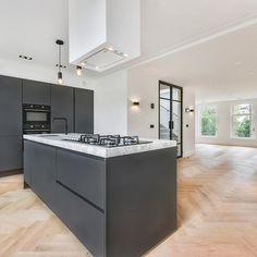 The kitchen inside our penthouse on Govert Flinckstraat Kitchen Room Design, Kitchen Themes, Modern Kitchen Design, Kitchen Decor, Bathroom Interior, Kitchen Interior, Open Plan Kitchen Diner, Design Exterior, Cuisines Design