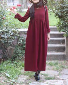 "5,514 Beğenme, 15b Yorum - Instagram'da  E s m a Nur ✨ (@muallimeofficial): ""Kazanan; @snp_asu ✅çekiliş vaktiiikazanan kişiye @muallimedesign 'den istediği ürün + istediği…"" Hijab Fashion Summer, Street Hijab Fashion, Abaya Fashion, Modest Fashion, Fashion Dresses, Hijab Style, Hijab Chic, Islamic Fashion, Muslim Fashion"