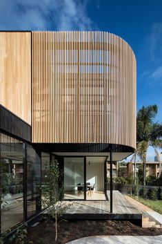 Collection of the Best Modern Prefab Homes and Modular Homes. Featured Examples of Prefabricated Constructions and Modular Building Technology. Timber Battens, Timber Screens, Timber Cladding, Timber Architecture, Timber Buildings, Architecture Design, Office Buildings, Chinese Architecture, Architecture Office