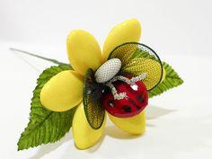 Coccinella su fiore con confetti di Sulmona bomboniere segnaposto cerimonia