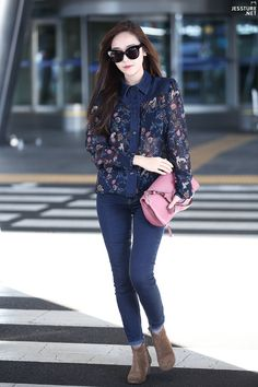 Jessica Jung with that chic and glamour style! Snsd Airport Fashion, Snsd Fashion, Korea Fashion, Asian Fashion, Trendy Fashion, Girl Fashion, Fashion Outfits, Fashion Design, Fashion 2015
