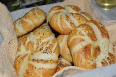 Recipe German buns with a secret (Laugenbrötchen) Pastry Art, Rubrics, Bagel, Baked Goods, Sandwiches, Recipies, Deserts, Food And Drink, Yummy Food