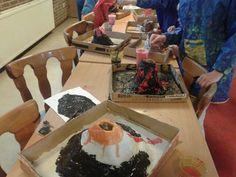 Papier mache vulkanen voor proefje met azijn en zuiveringszout/baking soda/bakpoeder School, Painting, Volcanoes, How To Make, Paper, Planets, Shadows, Painting Art, Paintings