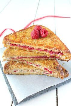 Après les roulés de pain perdu, voici les sandwiches de pain perdu ! Une variante de la traditionnelle recette, tout aussi simple et délicieuse ! Ici j'ai choisi de fourrer les sandwiches de framboises mais vous pouvez aussi le faire avec d'autres fruits,...
