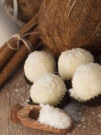 Coconut cookies - Biscotti al cocco: la ricetta veloce che si prepara con soli 3 ingredienti
