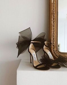 jimmy choo heels and pearls Pretty Shoes, Beautiful Shoes, Cute Shoes, Me Too Shoes, High Heels Boots, Shoe Boots, Shoes Heels, Converse Shoes, Gladiator Shoes