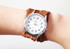 DIY Interchangeable Watch Band Tutorial from Plan B Anna Evers here. Beyond easy way to change your watch strap using a scarf, leather etc… Old Watches, Cheap Watches, Diy Jewelry, Handmade Jewelry, Jewelry Making, Jewelry Ideas, Jewelery, Diy Scarf, Watch Bands