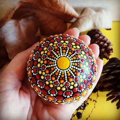 Three-dimensional Mandala Sphere Hand-painted Mandala on a 6 cm diameter silicone sphere, it has a discreet base to keep the sphere on its feet. On the sphere a base of black paint is applied and on it starting in a single central point is created this unique three-dimensional