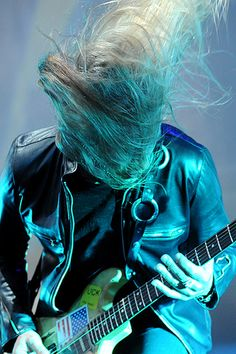 Jerry Cantrell Playing guitar