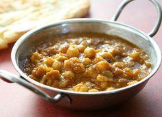 Vegan kochen - Kokosnuss Curry mit Bananen und Kichererbsen :http://www.cooknsoul.de/rezepte/pasta-und-gemuse/vegan-kochen-kokosnuss-curry-mit-bananen-und-kichererbsen/