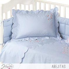 Juego de sábanas Abejitas  Juego de sábanas para la cuna de los engreídos de la casa. ...