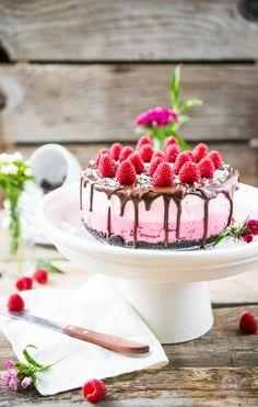 Nataschas Raspberry Ombre Cake: http://das-küchengeflüster.de/recipe/pink-pink-pink-sind-alle-meine-toertchen/#comment-507