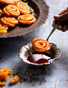 This home made instant crispy jalebi is absolutely impressive and made in minutes without compromising the taste and texture. Indian Desserts, Indian Sweets, Indian Food Recipes, Vegetarian Recipes, Japanese Street Food, Indian Street Food, Milk Powder Recipe, Bangladeshi Food, Vietnamese Dessert