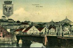 Sør-Trøndelag fylke Trondheim Trondhjem Gamle Bybro. Fint fargekort mot øst mot Bazaren Møbelforretning, også byvåpen Utg A. Holbæk Eriksen, Stemplet 1911