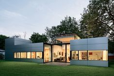 Fenster und Aluminiumfassade verbinden sich zu einer glatten Haut | Gatermann + Schossig Architekten ©Jens Willbrand Photographie, Köln