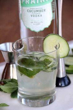 Summer Vodka Drink … Ingredients: Cucumber Flavored Vodka Sparkling Water (plain or your favorite flavor for a twist! Tequila Mixed Drinks, Best Mixed Drinks, Vodka Drinks, Non Alcoholic Drinks, Fun Cocktails, Bar Drinks, Cocktail Drinks, Cocktail Recipes, Beverages