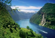 Plan and book your trip with Fjord Tours - discover Norway's highlights. Travel to the magical fjords, scenic rail journeys, northern lights and Norway in a nutshell® Alesund, Stavanger, Tromso, Norway Travel, Ireland Travel, Lofoten, Costa Favolosa, Holidays In Norway, Norway In A Nutshell