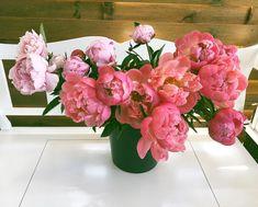 Suntem in atelier, pregatiti sa floritorim. 🌺 Floral Design, Floral Wreath, Bouquet, Wreaths, Bride, Garden, Flowers, Home Decor, Atelier