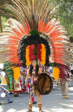 El Hombre de las Plumas - San Miguel de Allende, Mexico by joven_60, via Flickr