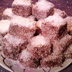 Egy finom Kókuszkocka csokipudinggal töltve ebédre vagy vacsorára? Kókuszkocka csokipudinggal töltve Receptek a Mindmegette.hu Recept gyűjteményében!