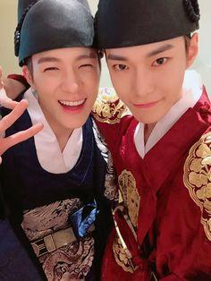 Jeno n Doyoung NCT Halloween party 2018 Halloween 2018, Halloween Party, Halloween Costumes, Jisung Nct, Winwin, Taeyong, Jaehyun, Nct 127, Kim Dong Young