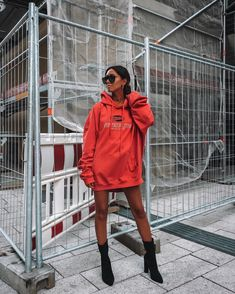 In terms of elegant summer clothes, there are tons of styles to select from, but always stylish is chic. Retro Outfits, Casual Outfits, Cute Outfits, Fashion Outfits, Fashion Pants, Fashion Ideas, Hoodie Outfit, Hoodie Dress, Winter Outfits