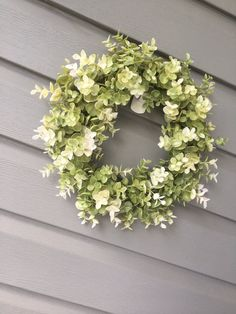 Most up-to-date No Cost Eucalyptus Wreath grapevine Thoughts That DIY eucalyptus wreath is an ideal bottom wreath for the season or décor fashion and also we' Boxwood Wreath, Greenery Wreath, Grapevine Wreath, Eucalyptus Branches, Eucalyptus Wreath, Poppy Wreath, Floral Wreath, Types Of Berries, Spring Door