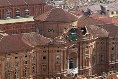 Overview of the Palazzo Carignano (Baroque). Photography by Fabrizia By Rovasenda, © MuseoTorino-Superintendence for the Historical, Artistic and Ethno-anthropological Heritage of Piedmont. Italian Baroque, Baroque Art, Baroque Architecture, Historical Architecture, World Of Darkness, Indoor Outdoor, Facade, Exterior, Mansions
