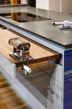 Caesarstone 4120 Raven  Pull out chopping board!!