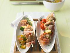 Champignon-Spieße mit Tomaten-Paprika-Dip - smarter - Zeit: 40 Min. | eatsmarter.de