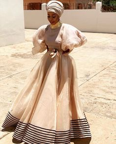 Xhosa, Wedding Night, Wedding Ideas, Zulu, Modern Outfits, Unique Dresses, African Dress, Traditional Wedding, Evening Dresses